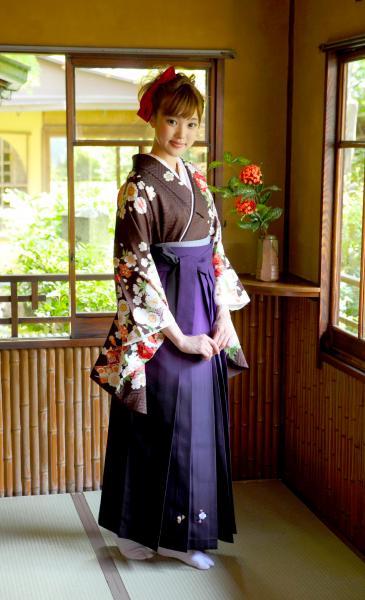 大学・専門学校・高校の卒業式や記念日の晴れ姿はびわ桜の袴で決まり。滋賀県のプリンセス集まれ!